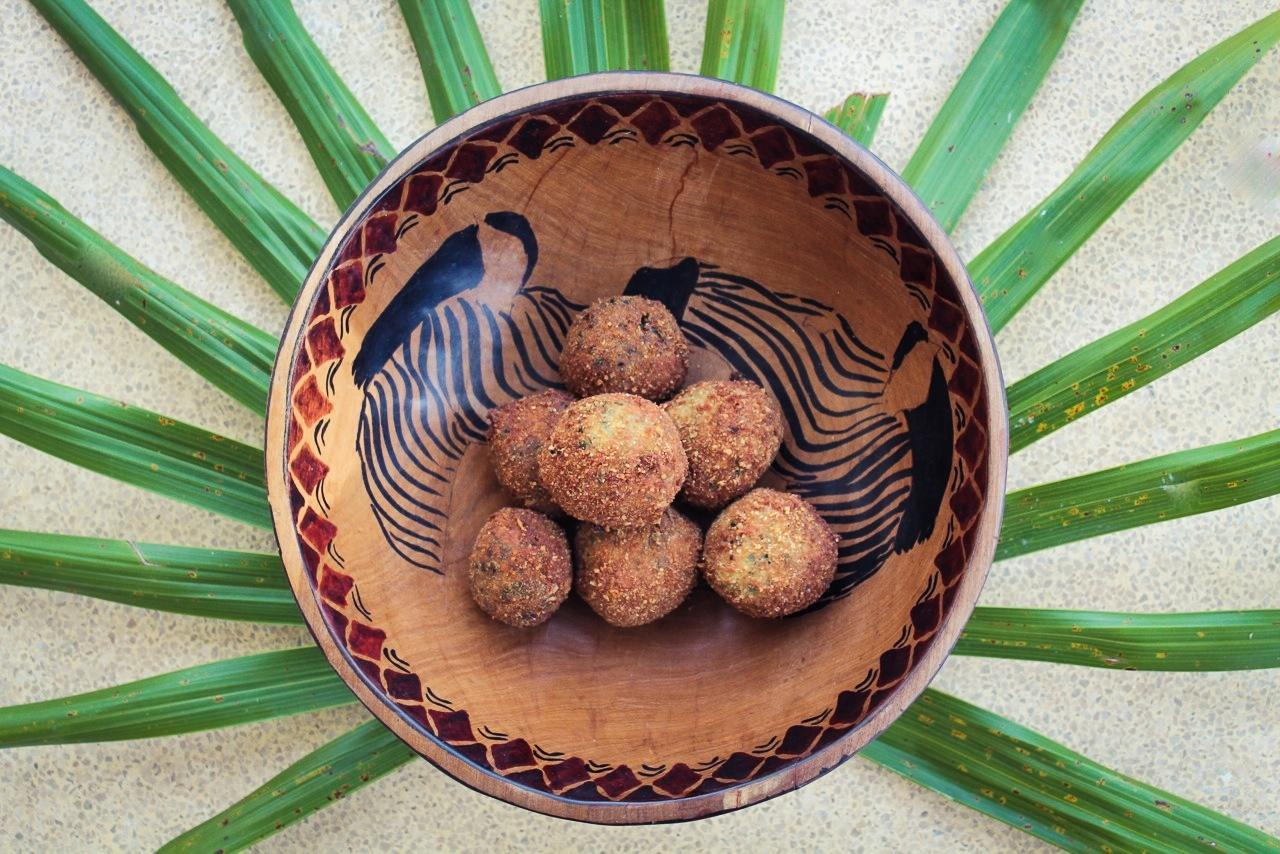 spinach artichoke balls - The Life Traveller